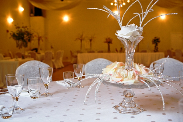 New trends in wedding centerpieces demers banquet hall for Latest wedding hall decoration