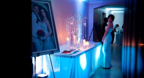 Modern Wedding Sign in Table